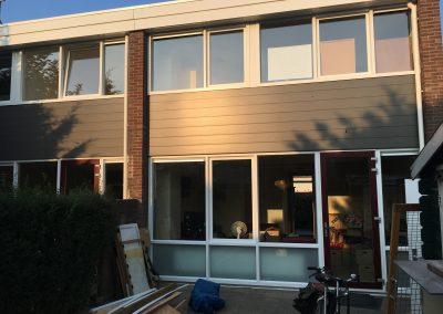 Groot onderhoud Sibeliusstraat in Leiden - achtergevel 1e opgeleverde woningen